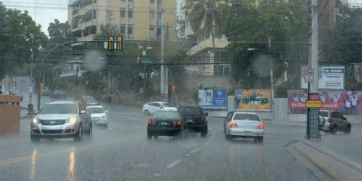 El COE mantiene alerta verde por lluvias en cinco provincias