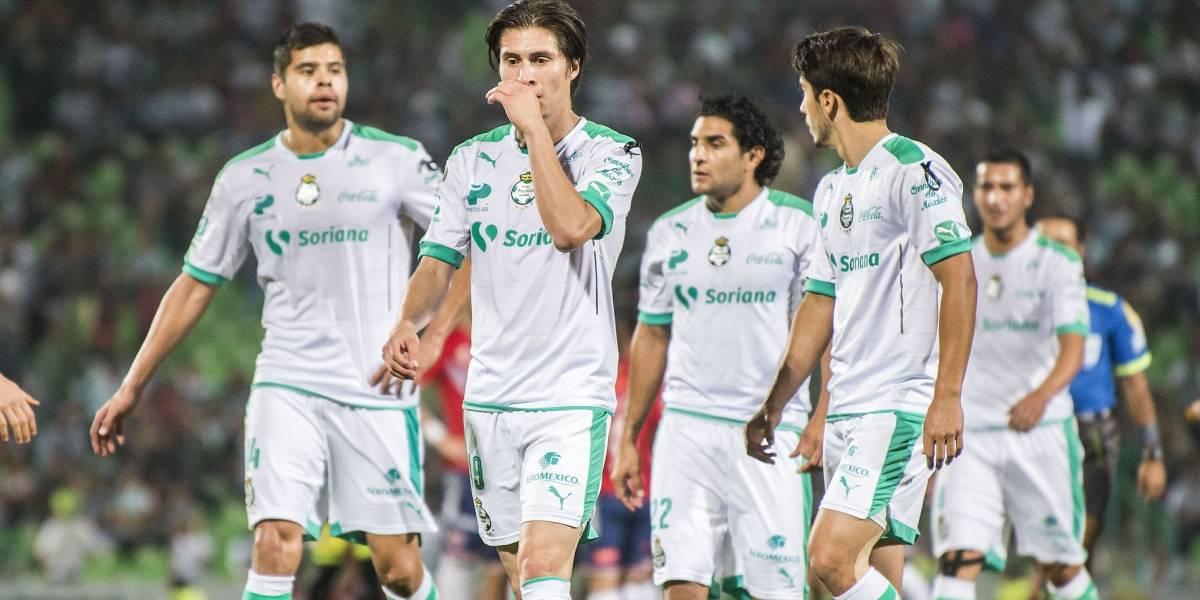 Asaltan a jugador de Santos y su esposa en una plaza de Torreón