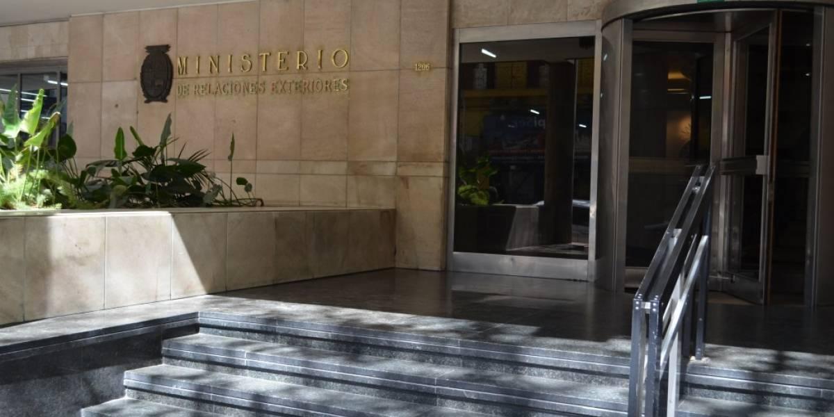 Uruguay dota de visado a menores dominicanos que no pudieron ingresar al país