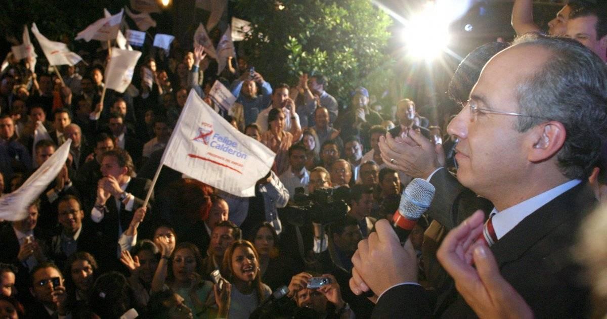 Felipe Calderon, candidato a la presidencia de la República del PAN, se reunió con simpatizantes en la sede nacional del Acción Nacional, al finalizar el debate presidencial. Foto: Cuartoscuro
