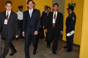 Roberto Campa candidato presidencial por el Partido Nueva Alianza a su arrivo en el interior de las instalaciones del World Trade Center, donde se llevo a cabo el segundo debate entre todos los candidatos a la Presidencia.