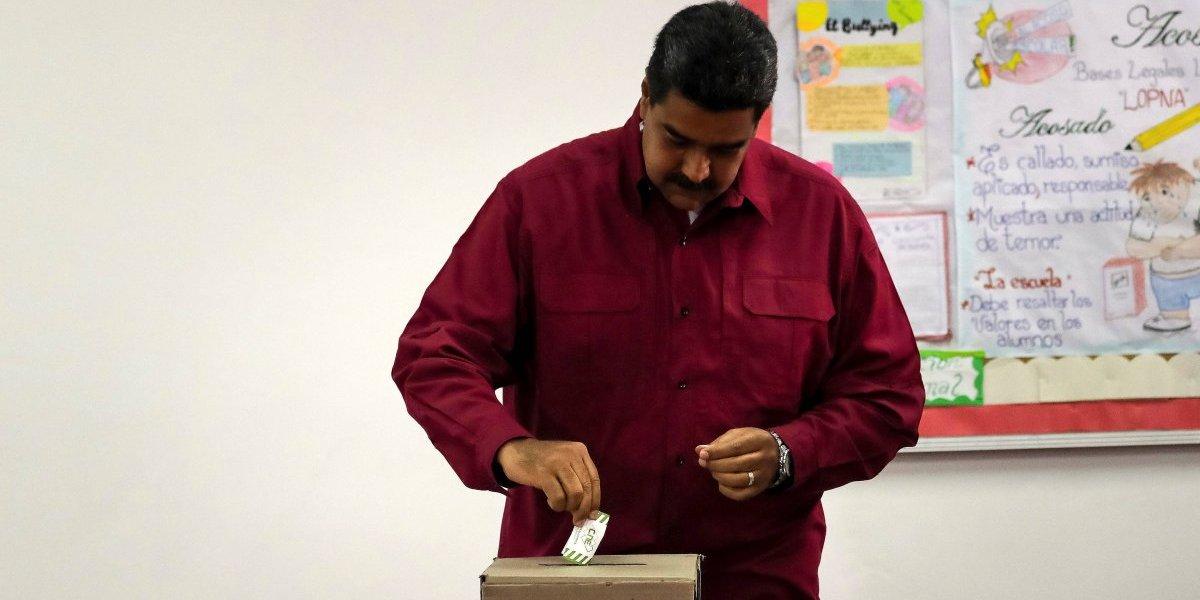 Maduro es el primero en votar en los comicios con que busca reelección