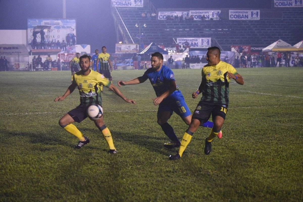 Domínguez de Guastatoya se alista a despejar el balón