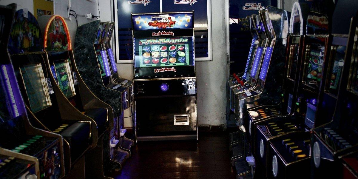 Proyecto de ley prohibirá tragamonedas fuera de casinos