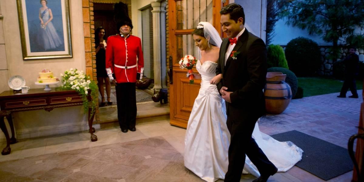 VIDEO. Boda real británica inspira a pareja boliviana