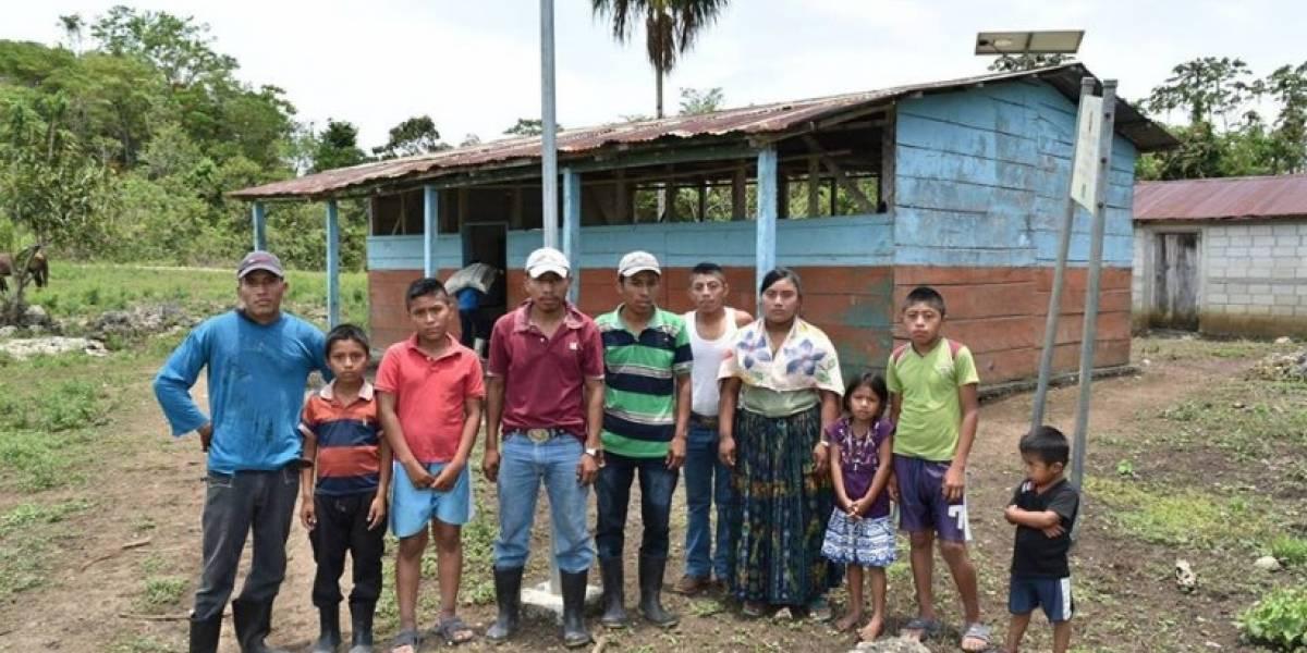 Denuncian la falta de maestros por más de cinco años en Petén