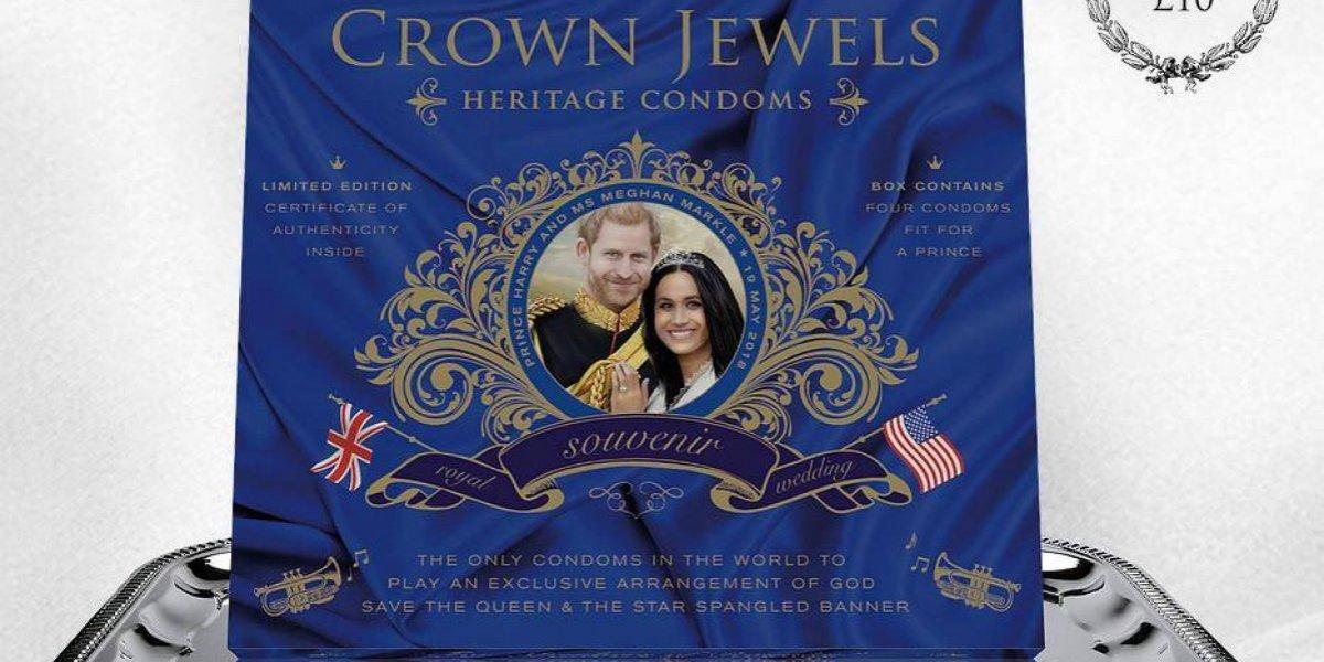 Desde aretes de papel hasta condones, ¿quién se atrevió a comprar estos recuerdos de la boda de Meghan y Harry?