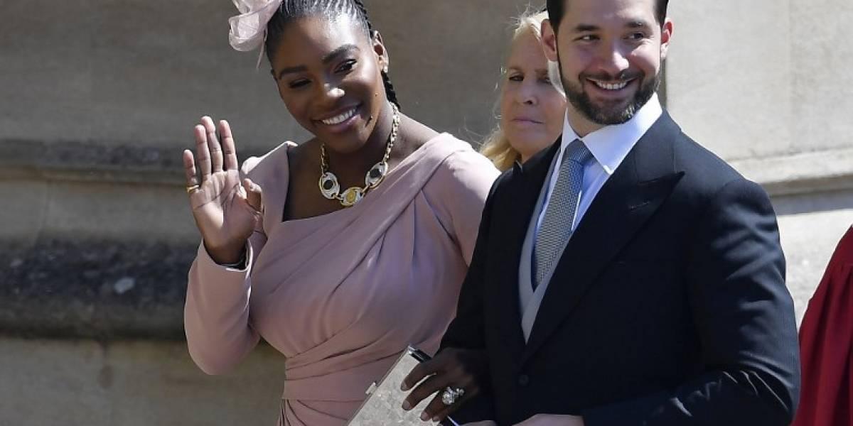 Serena Williams, de un hermoso vestido que acentuó su figura a usar tenis en la boda real