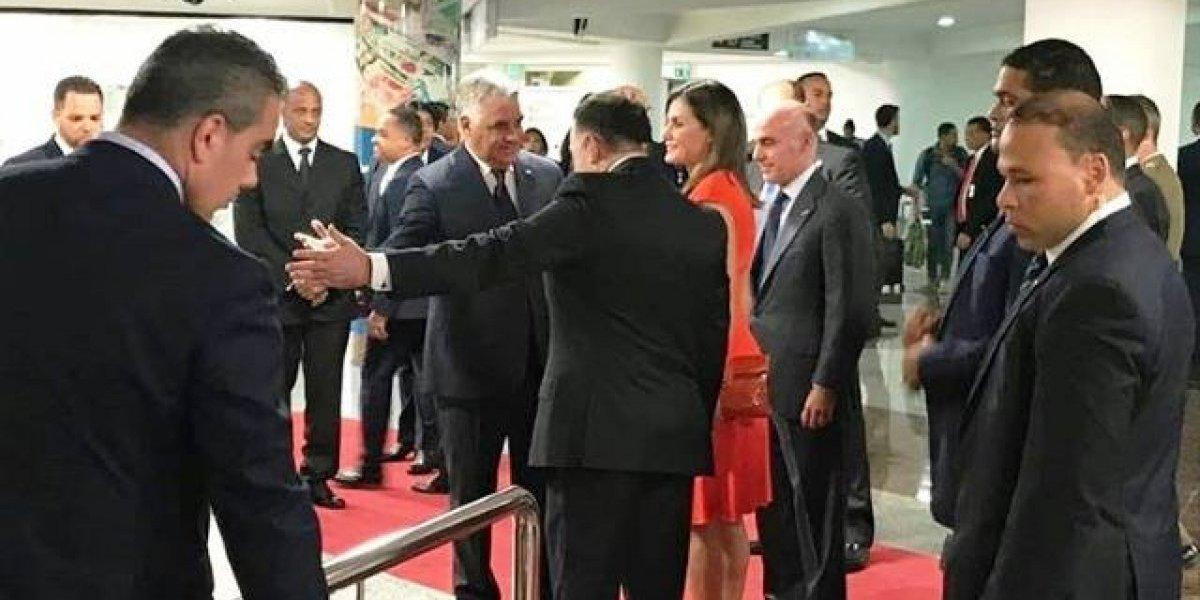 Reina Letizia llega a R. D. en medio de fuertes medidas de seguridad