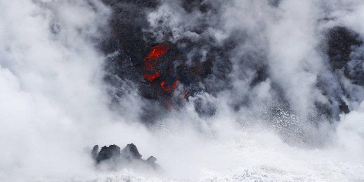 Lava del Kilauea llega al océano y crea una nube tóxica