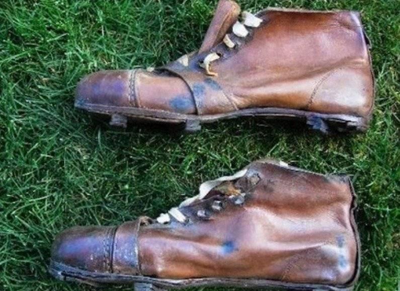 Así fueron los primeros botínes de futbol