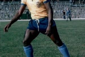 Pelé usó calzado de marca Puma