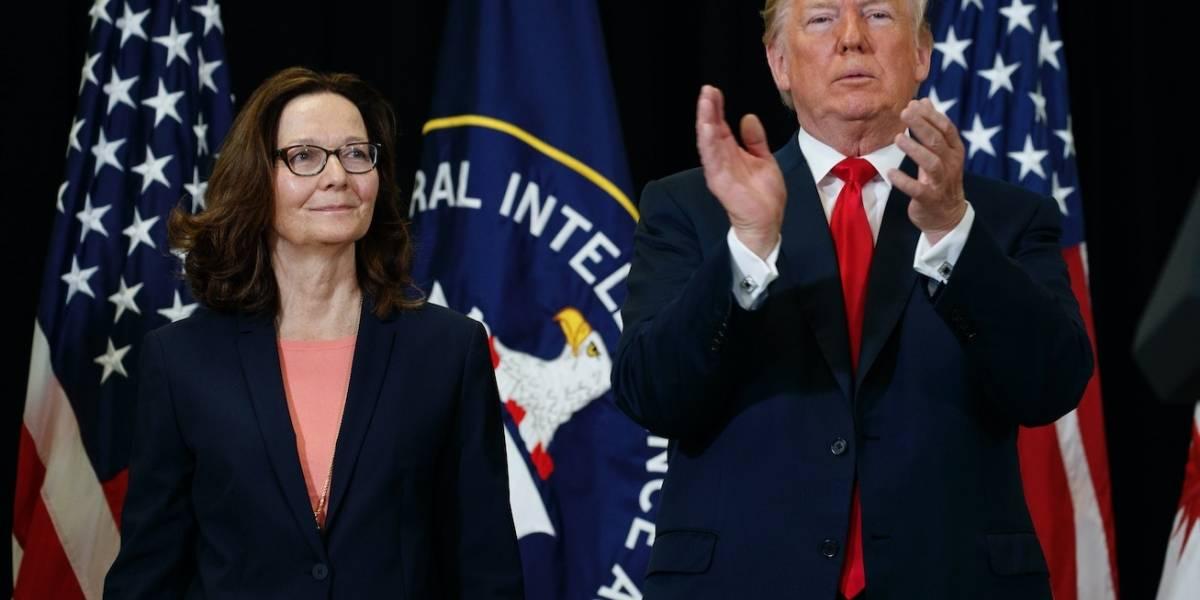 """""""Nadie en este país mejor calificado"""": entre elogios de Trump asume Gina Haspel como nueva directora de la CIA"""