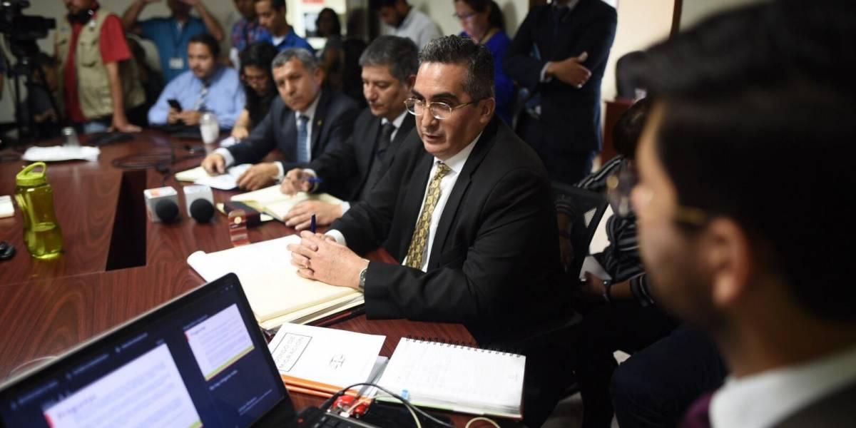 """Diputada indica que podría estar operando una """"mafia"""" que lucra con el trámite de pasaportes"""