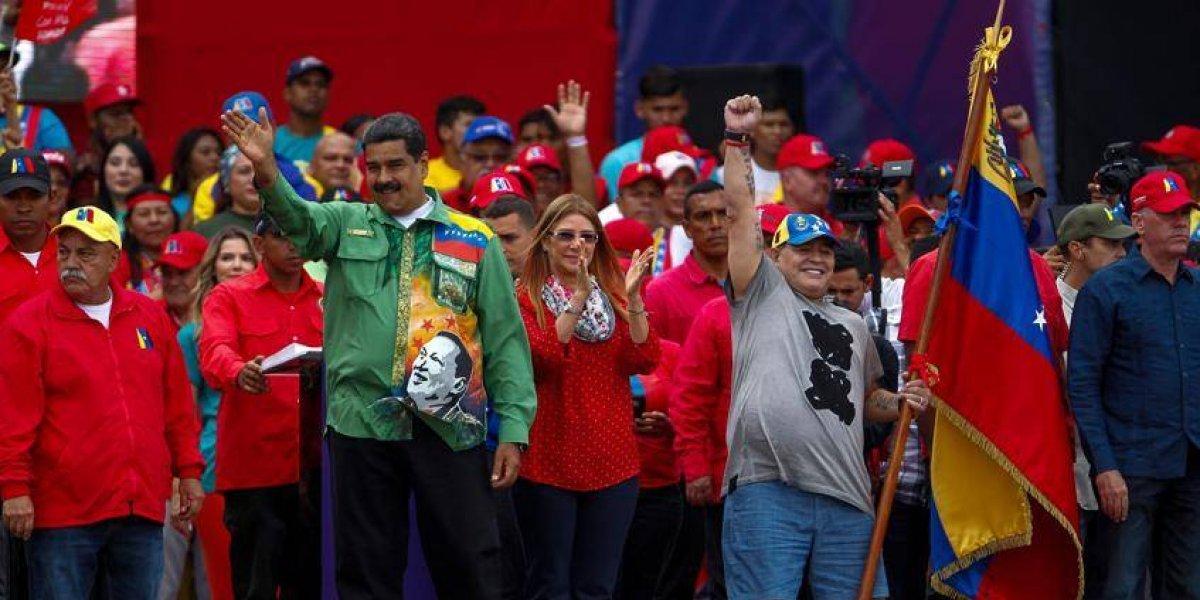 Maradona felicita a Nicolás Maduro por su reelección