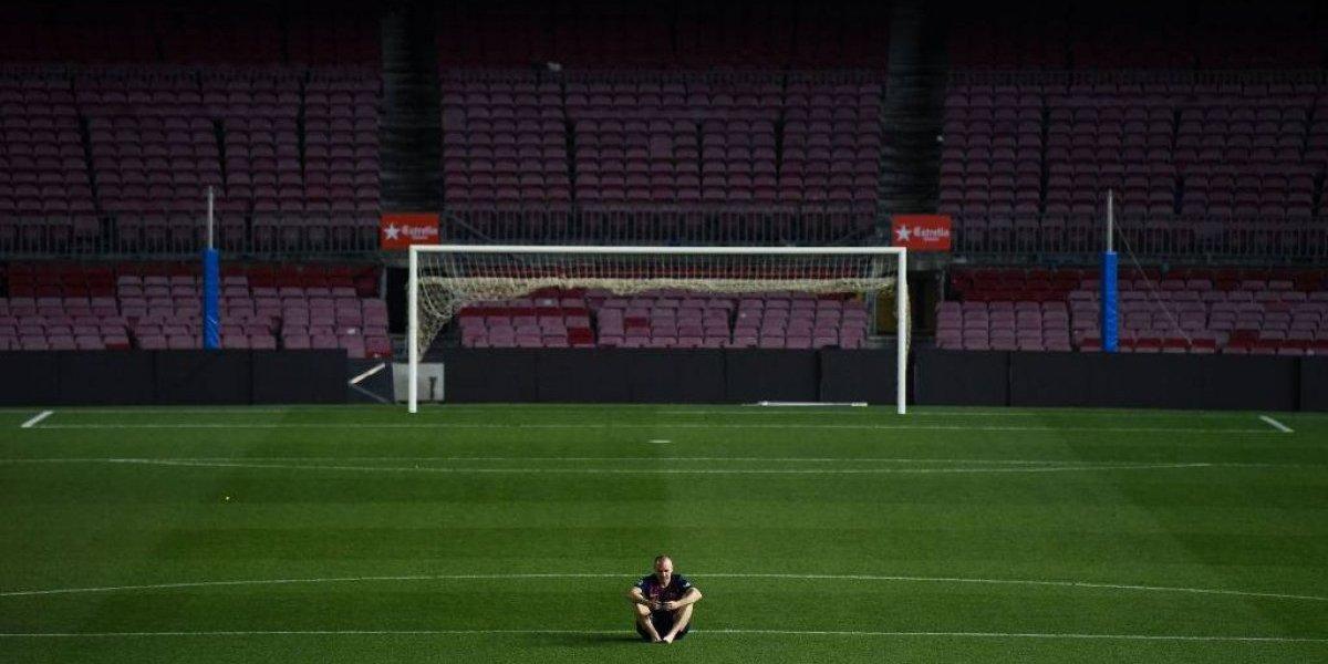 ¡No se quería ir del Camp Nou! Las imágenes de Iniesta que nos rompieron el corazón