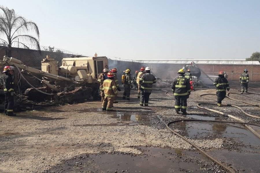 La columna de humo generada por el incendio era visible a varios kilómetros de distancia. FOTOS: Cortesía