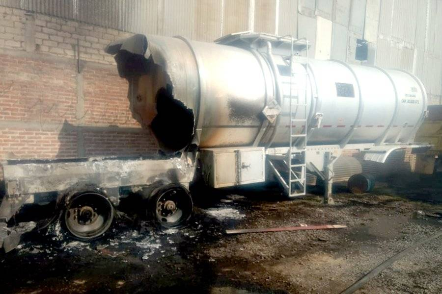Bomberos trabajaron intensamente por más de dos horas para sofocar las llamas. FOTOS: Cortesía