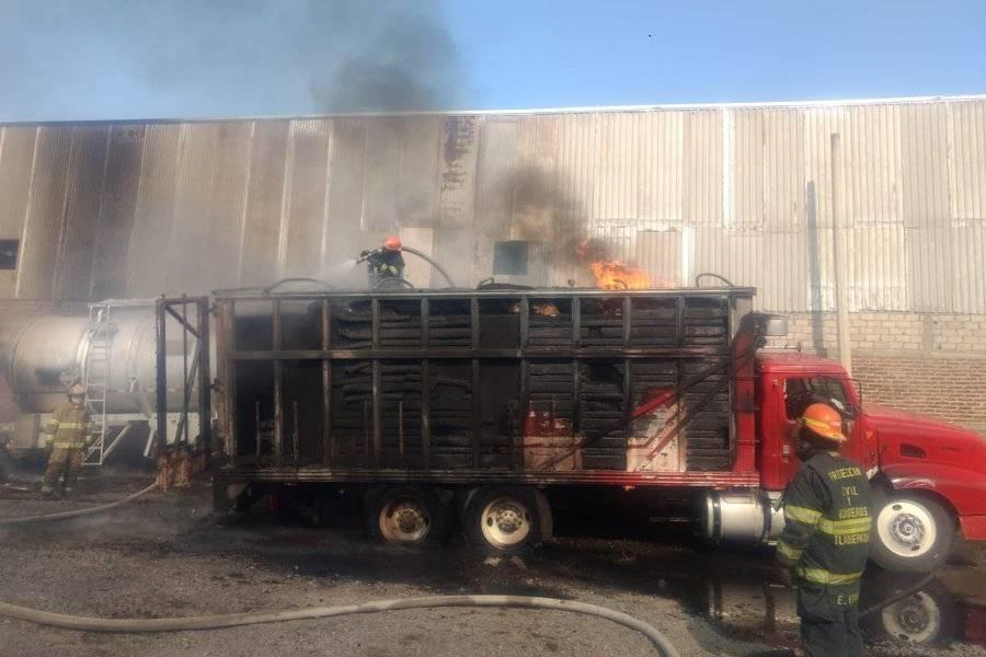 Las autoridades evacuaron una escuela y varias empresas cercanas. FOTOS: Cortesía