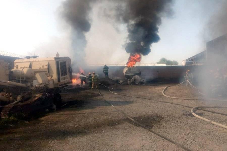 Se informó que las llamas consumieron varios vehículos cisterna con daños materiales cuantiosos. FOTOS: Cortesía