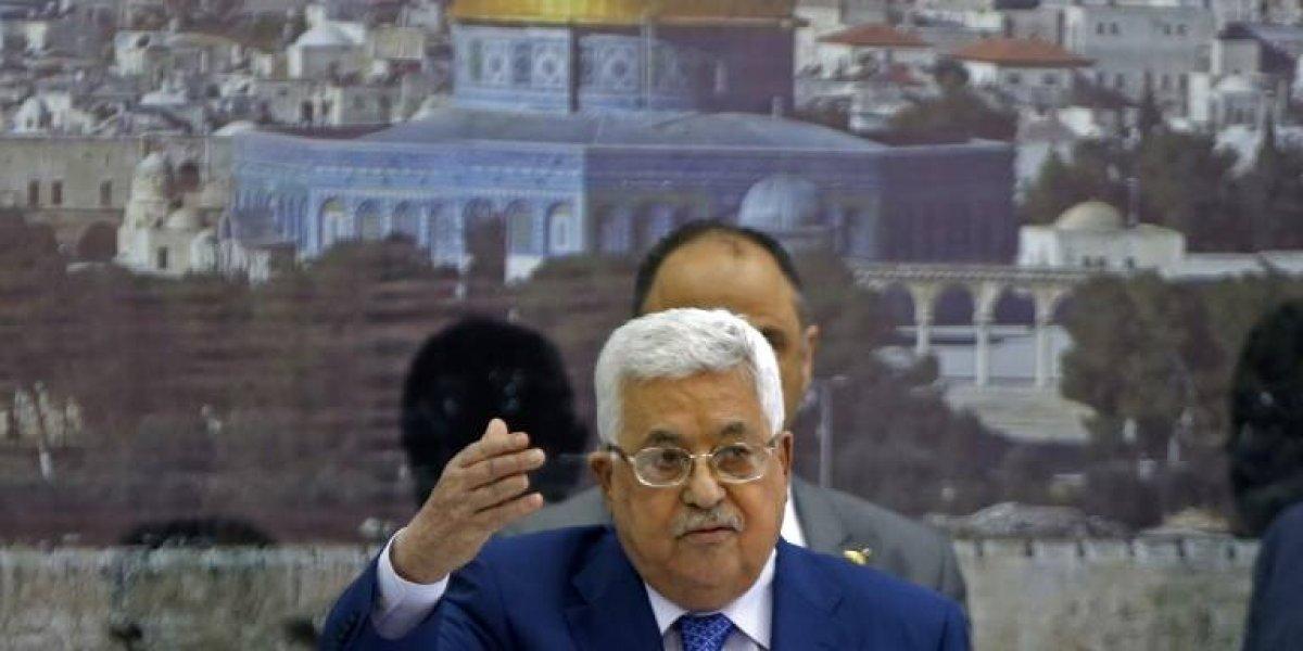 El presidente palestino Mahmud Abbas tiene neumonía, su condición mejora