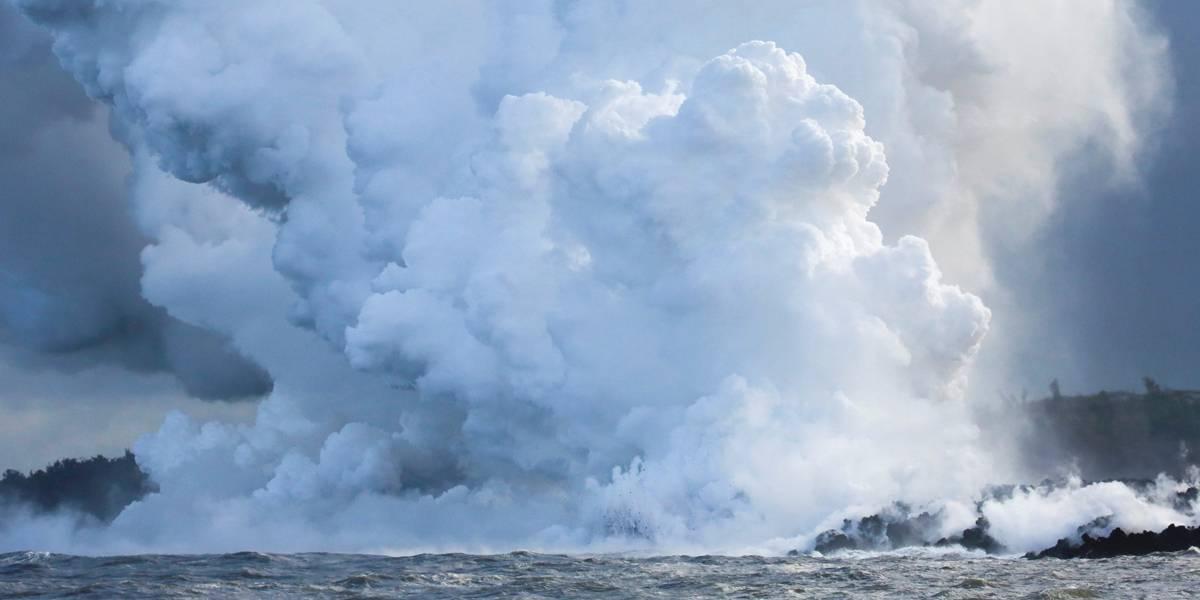 Lava de vulcão no Havaí chega ao oceano e gera nuvem tóxica