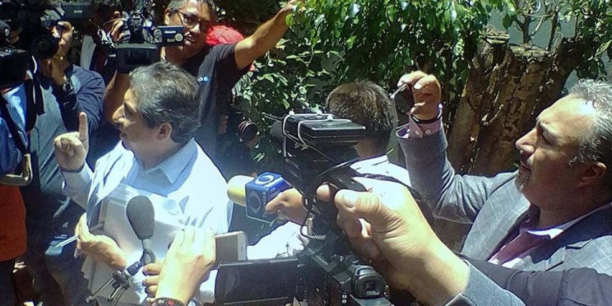 Video: Irrumpen en conferencia de Nestora; acusan a policías de desaparición