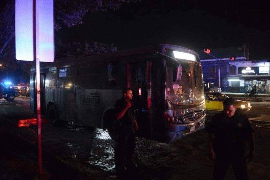 Mujer y su hijo pequeño sufren quemaduras tras narcobloqueos en Guadalajara
