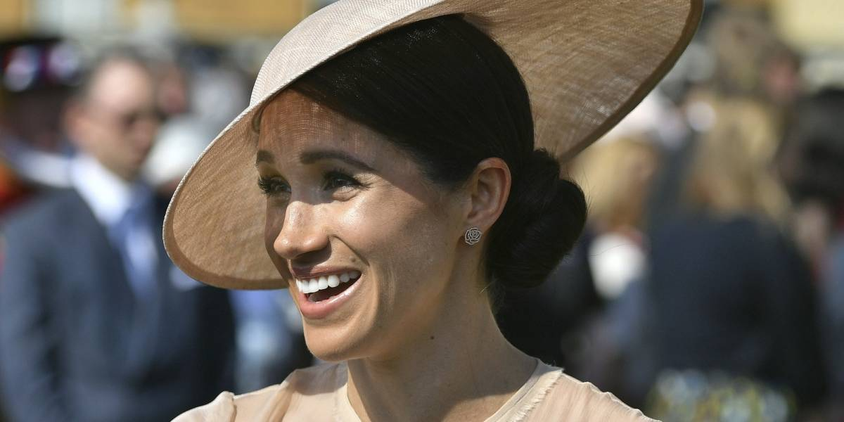 De la Corona inglesa a la española: Meghan Markle aparece usando una tiara de la reina Letizia en portada de revista y causa revuelo