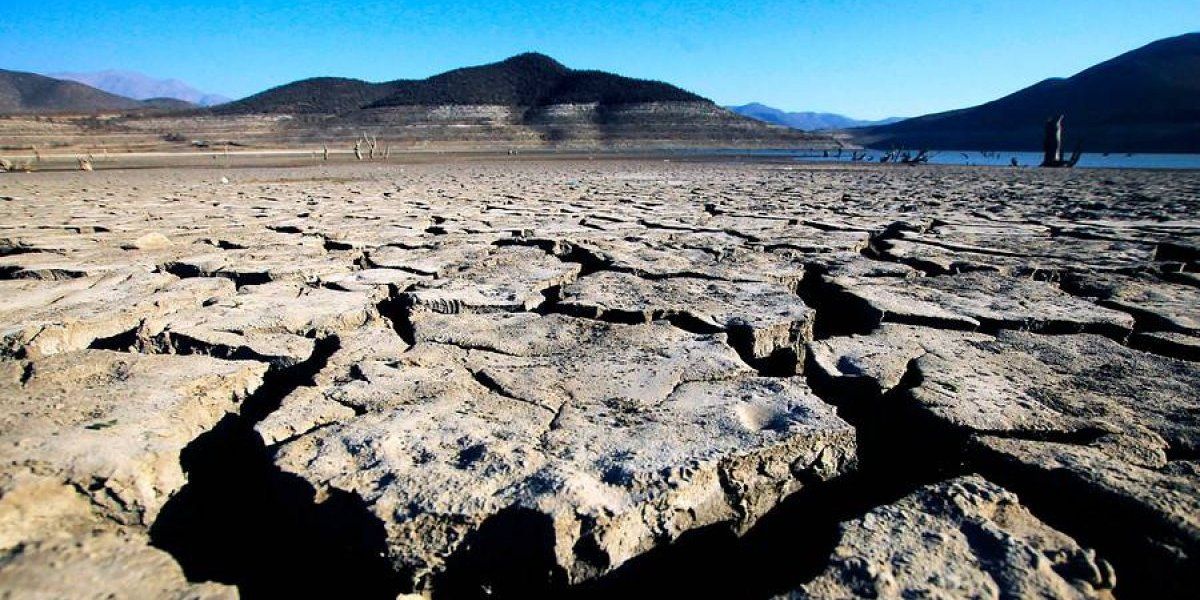 """El balance de la sequía en Chile: 76 comunas del país están en condición de """"escasez hídrica"""" y autoridades aseguran que número irá en aumento"""