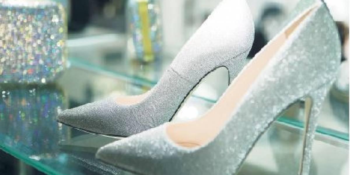 """Indulge luce línea de calzados y bolsos para damas """"SJP Collection"""""""