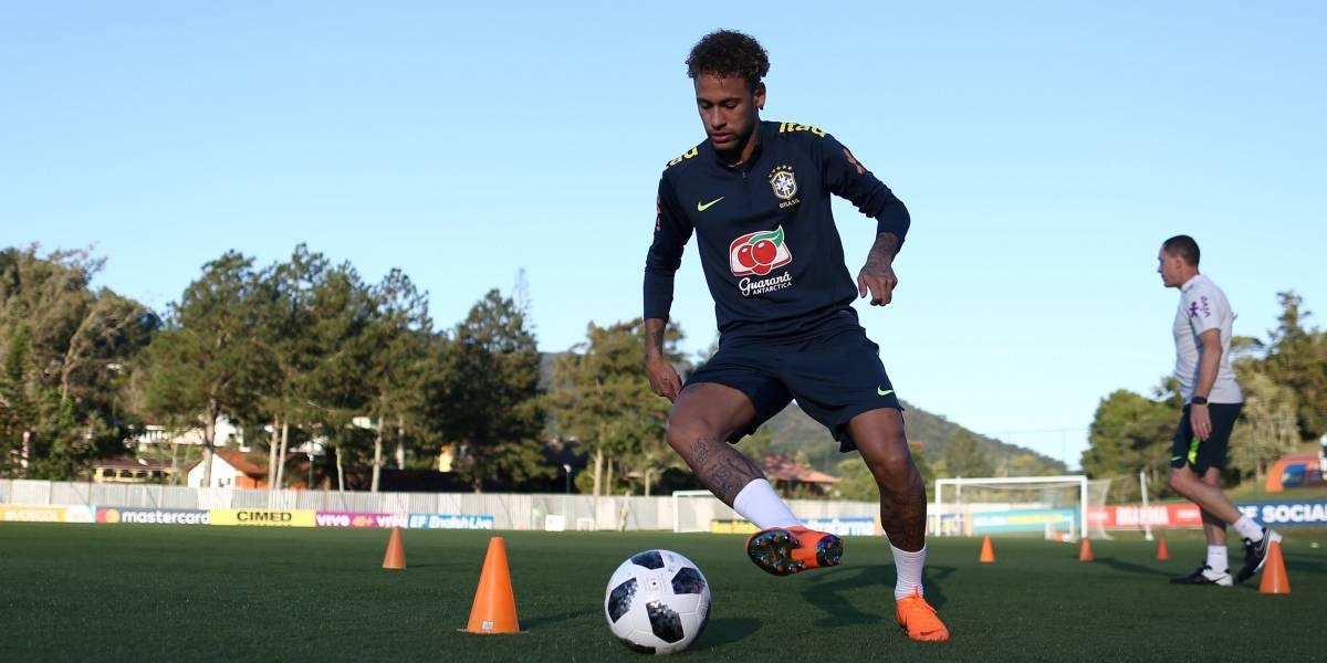 FOTOS: Neymar volta a treinar com bola