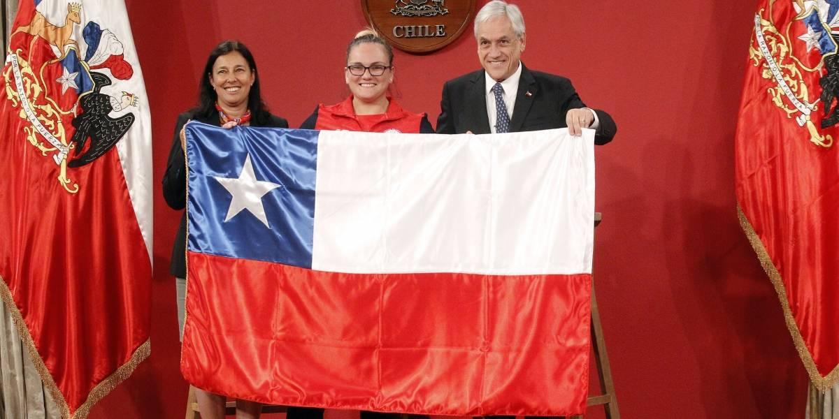 Presidente Piñera le entregó la bandera chilena a la delegación que irá a los Juegos Suramericanos