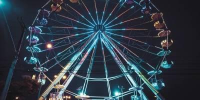Roda gigante em parque