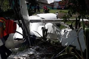 Avión privado accidentado tras despegar del aeropuerto de Tegucigalpa, Honduras / Fotos: Twitter @BomberosHn