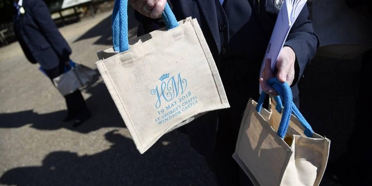 Asistentes a la boda real de Meghan y Harry venden sus bolsas de regalo en Ebay