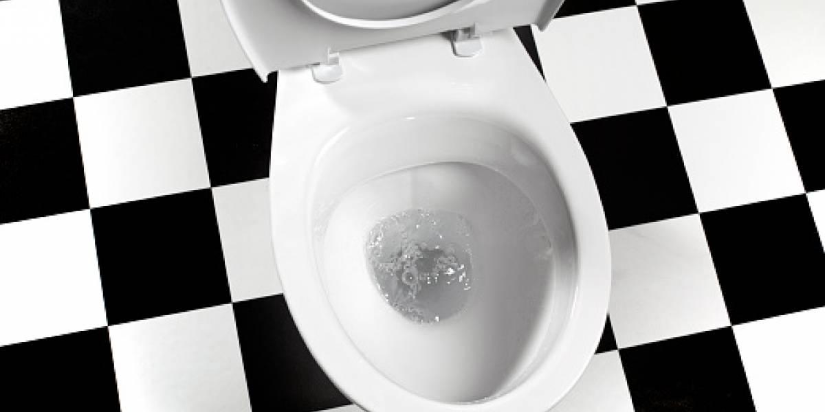 La nueva tendencia para ir al baño que nació por culpa de la mala puntería masculina: ¿Deberían los hombres orinar sentados?