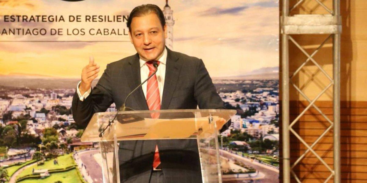 Abel Martínez exige que haitianos indocumentados sean enviados a su país