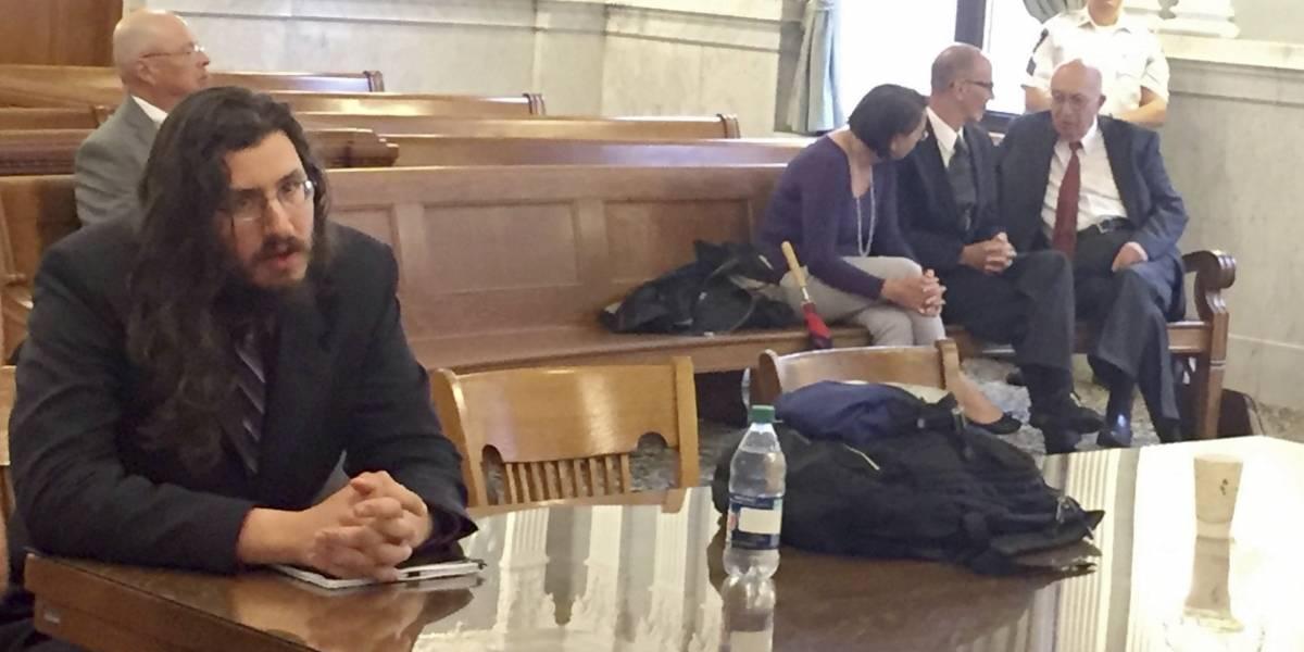 Juez ordena a hombre de 30 años abandonar la casa de sus padres