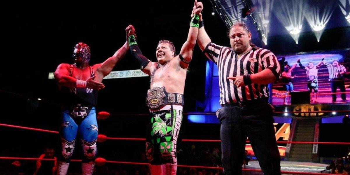 Último Guerrero retiene el título en una batalla épica ante Stuka Jr