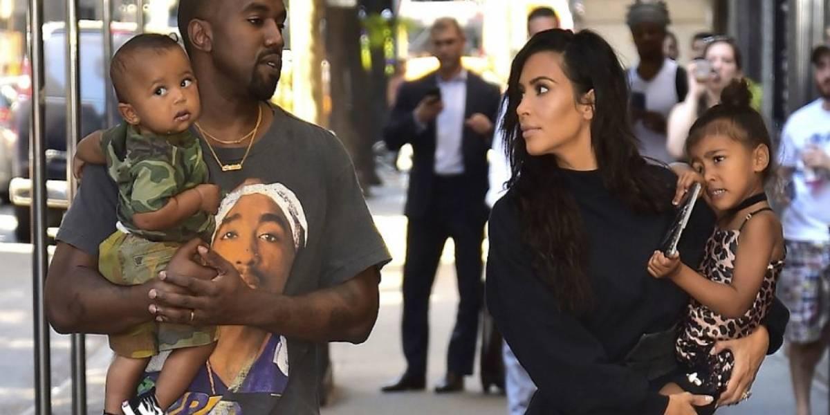 Kim Kardashian es criticada por publicar foto de sus hijos desnudos