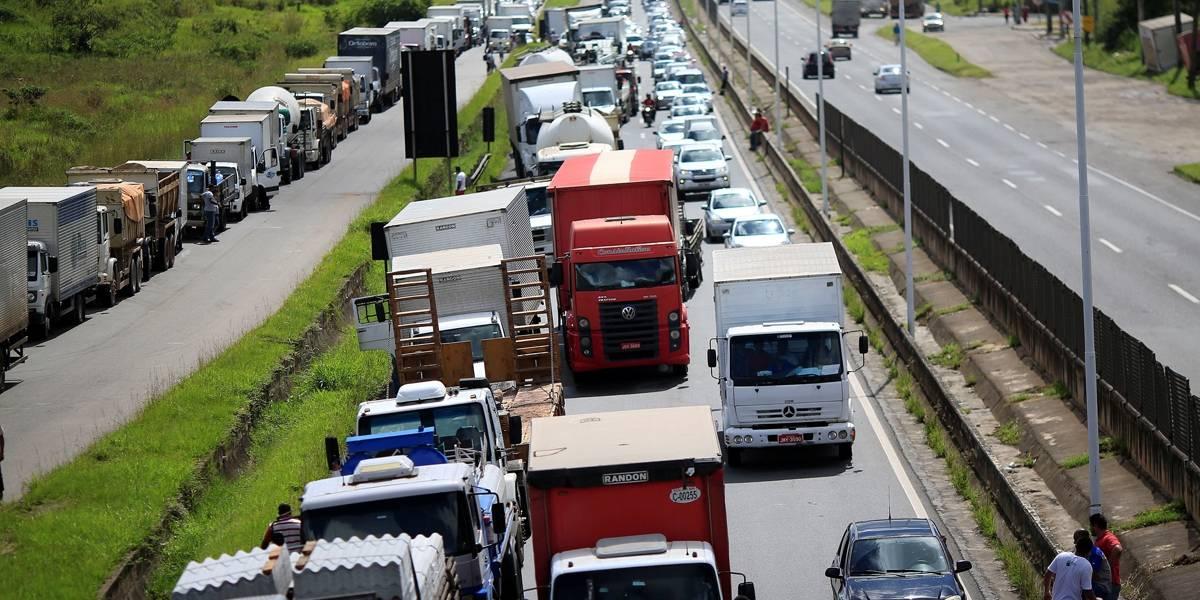 Caminhoneiros decidem manter greve