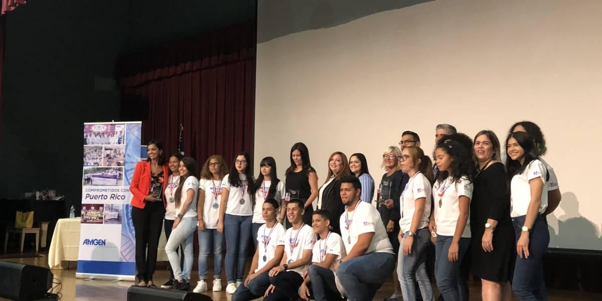 Estudiantes se destacan como reporteros de noticias positivas