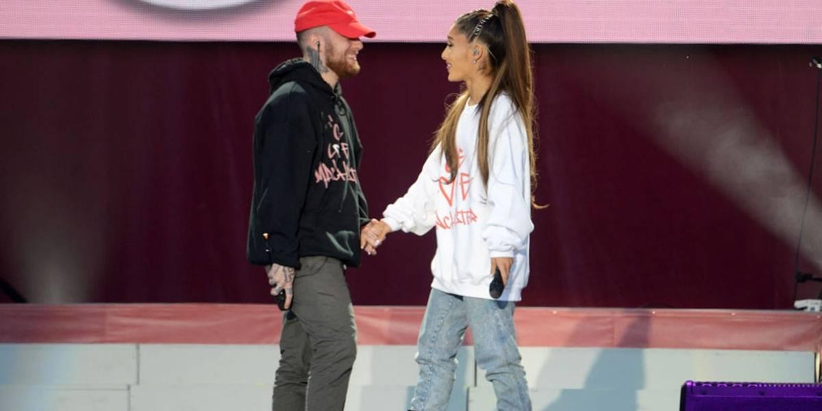 Ariana Grande cai em lágrimas durante show na cidade natal do falecido ex, Mac Miller