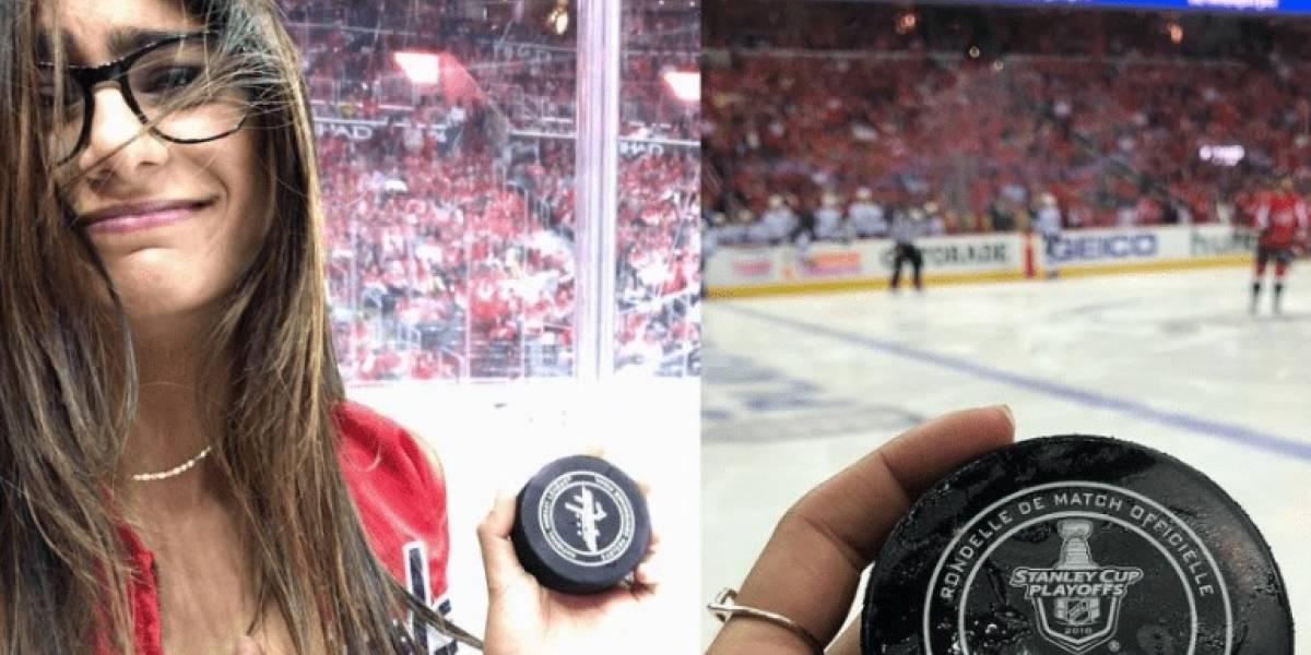 Disco de hockey revienta el implante de Mia Khalifa durante juego