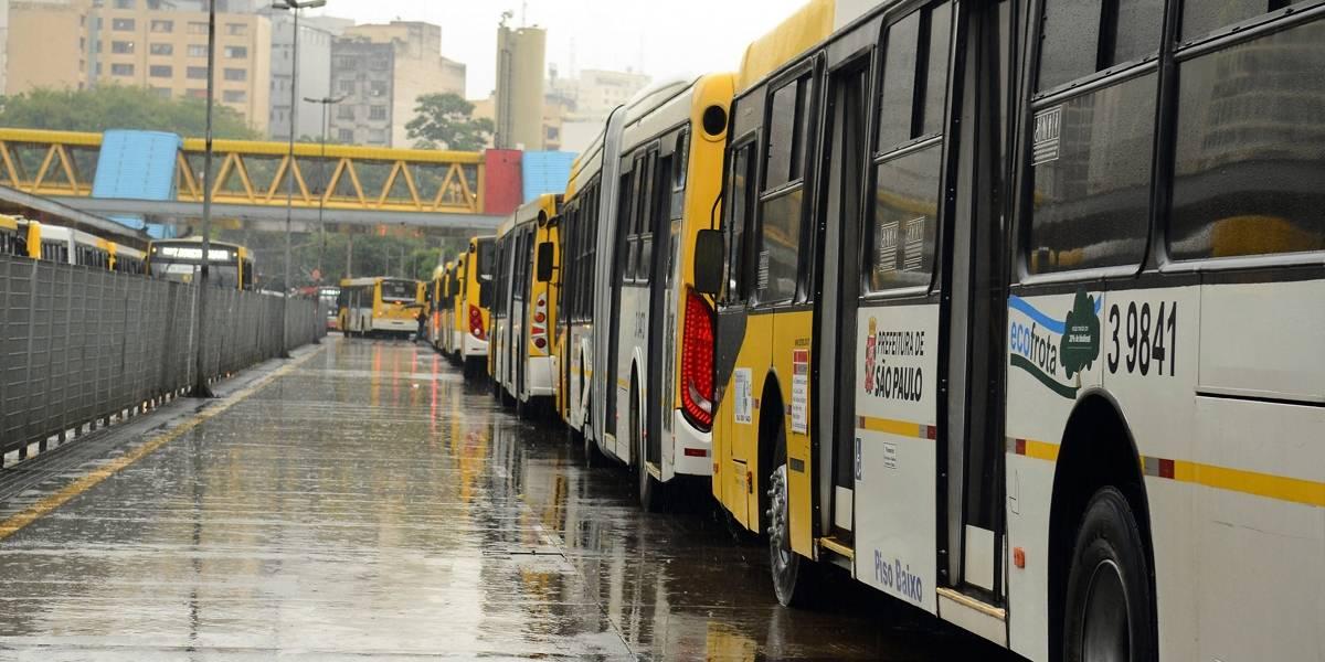 Ônibus e caminhões são 5% da frota, mas respondem por metade da poluição em SP