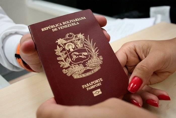 Hasta 1.000 dólares piden por renovar el pasaporte en Venezuela API