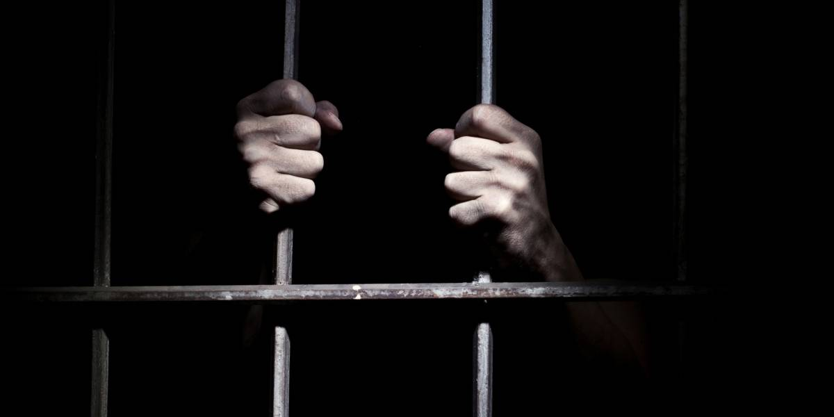 Le sacó los ojos y los dejó en una taza: preso asesina brutalmente a su compañero de celda en EEUU