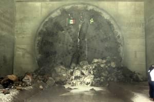 Con retraso, termina de perforar la tuneladora en la Línea 3