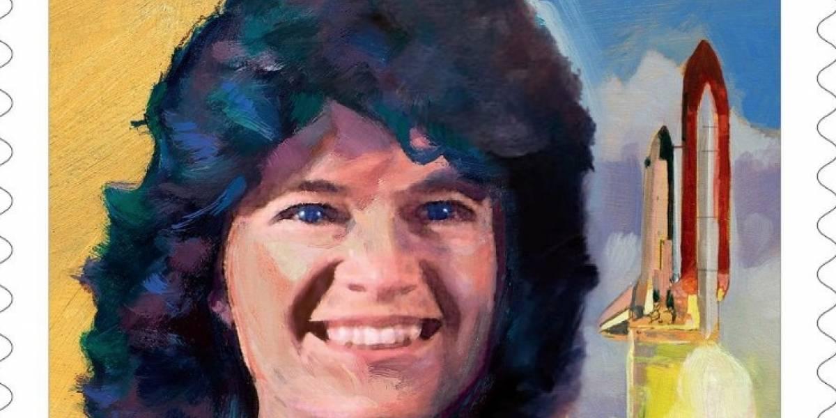 """El Servicio Postal de Estados Unidos lanza estampilla en honor a la primera mujer """"gringa"""" en el espacio"""